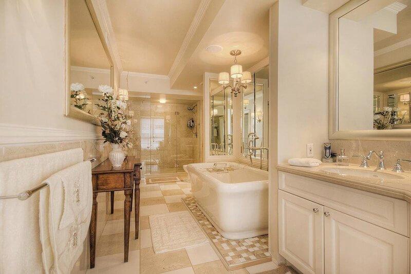 Salle de bain des maîtres dont nous avons rénover partiellement pour le moindre coût et le meilleur résultat de vente